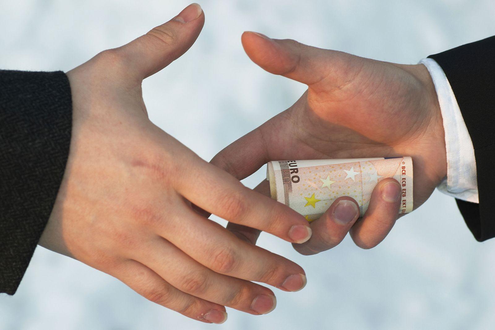Откат – взятка или вознаграждение?